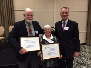 Jack Bergen, GALA Chair, presents awards to Hank and Nancy Mascotte